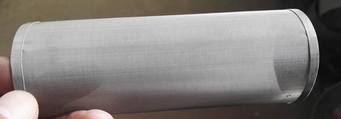 A fine woven filter tube made by stainless steel wire.